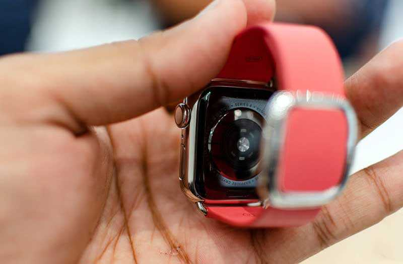 Apple Watch Series 4 сзади