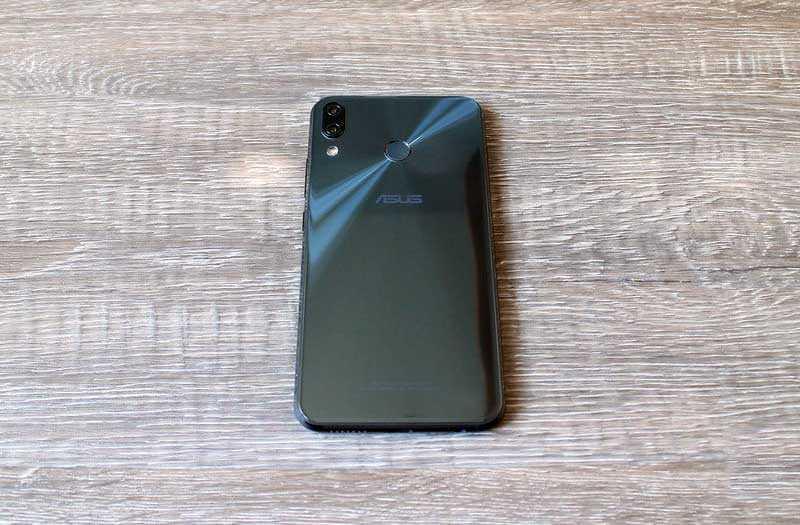 Asus Zenfone 5Z сзади