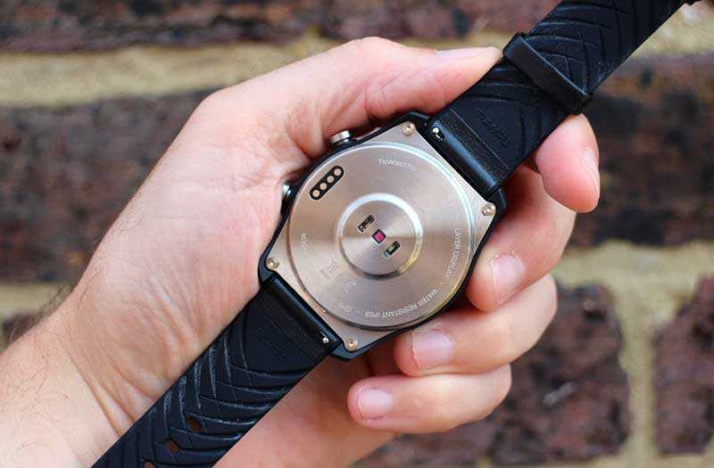 Mobvoi Ticwatch Pro сзади
