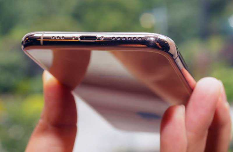iPhone XS снизу