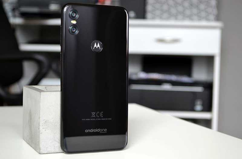 Motorola One обзор