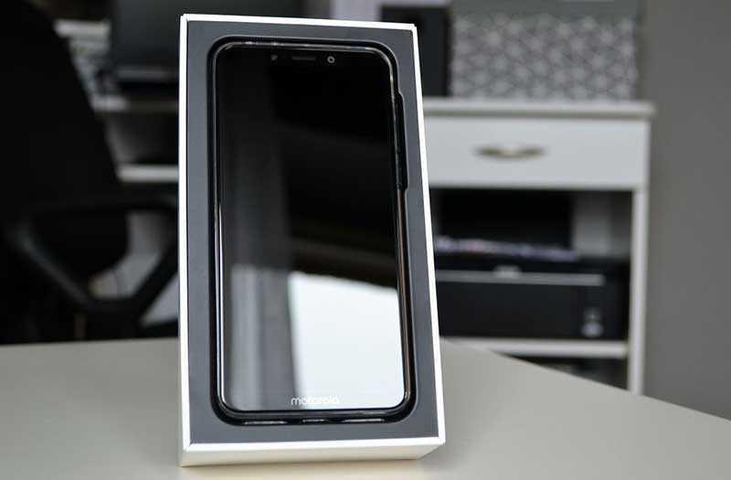 Motorola One комплектация
