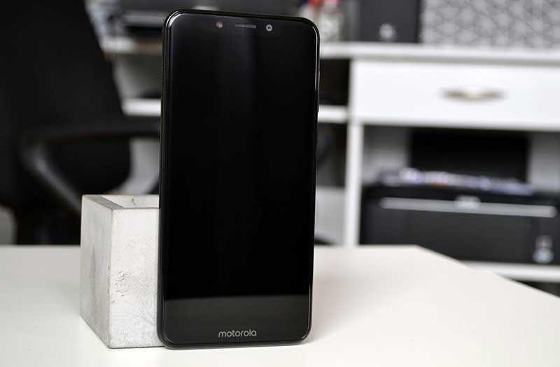 Motorola One экран