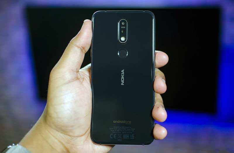 Nokia 7.1 сзади