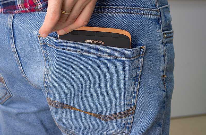 PocketBook 632 помещается в карман
