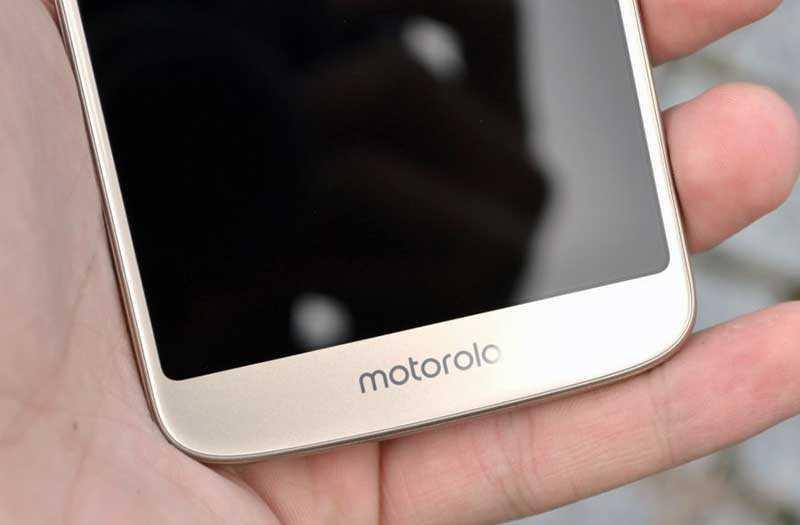 Motorola Moto E5 перед