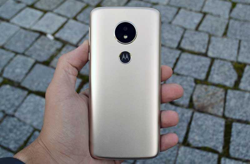 Motorola Moto E5 сзади