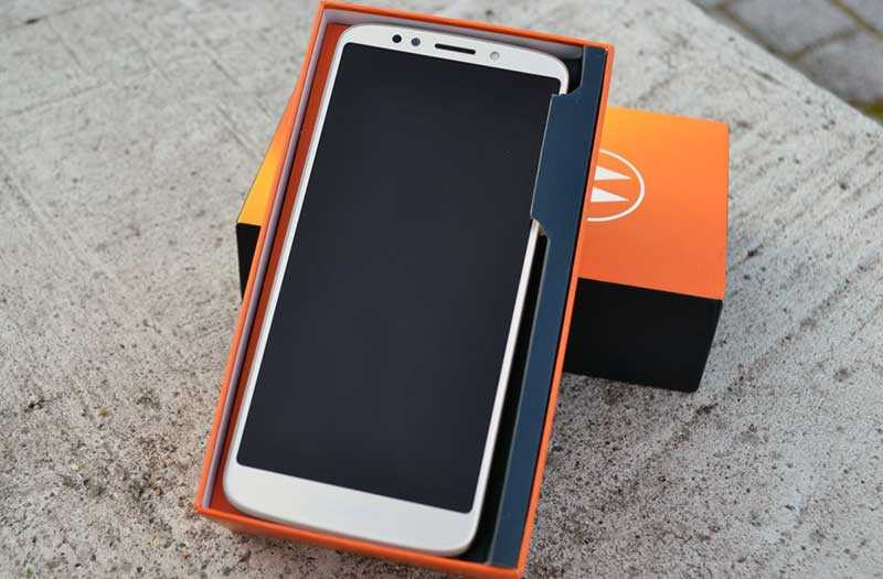 Motorola Moto E5 из коробки