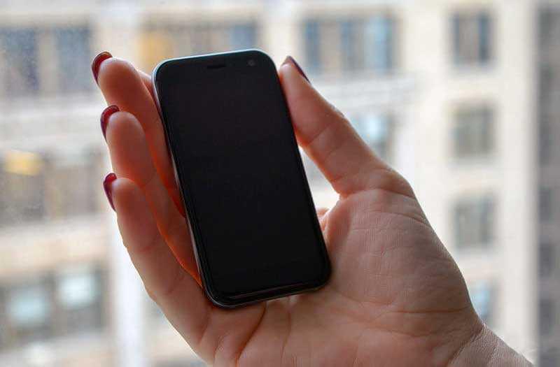 Palm Phone 2018 в руке