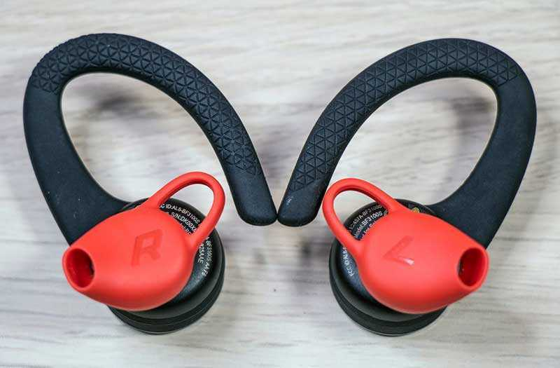 Дизайн Plantronics BackBeat Fit 3100