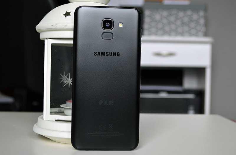 Samsung Galaxy J6 2018 сзади