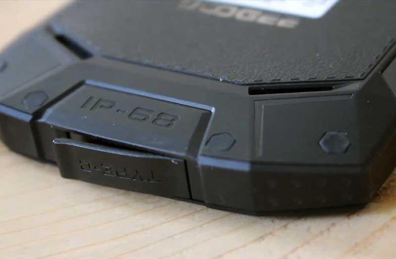 Защищённый смартфон Doogee S70