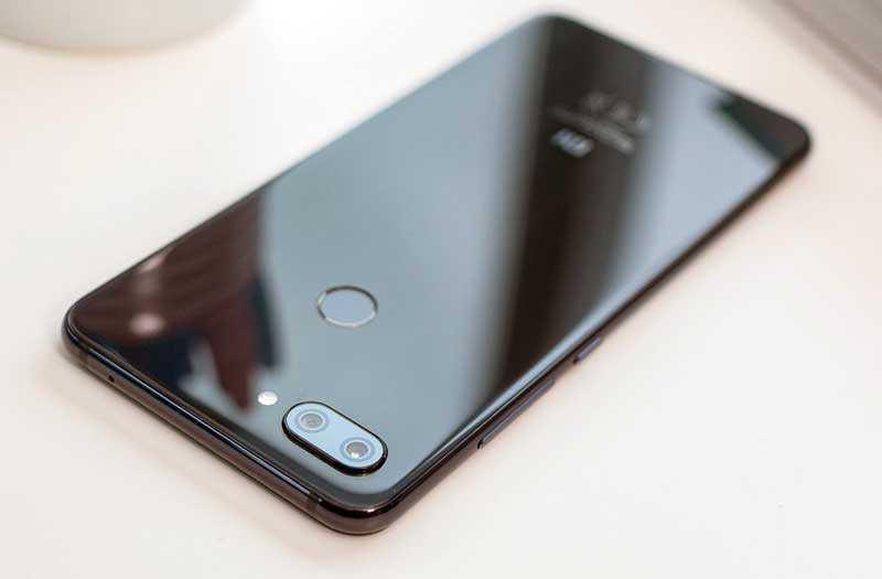 Xiaomi Mi 8 Lite конструкция
