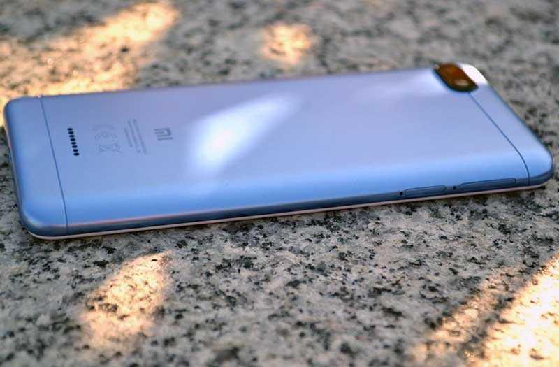 Xiaomi Redmi 6A слева