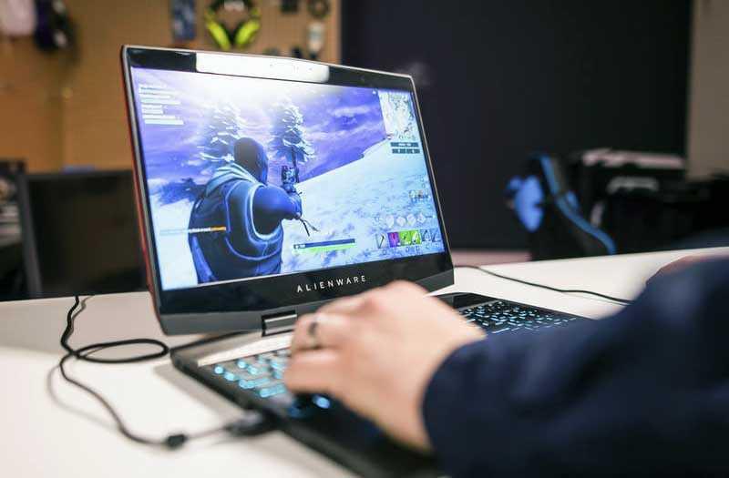Alienware m15 в играх