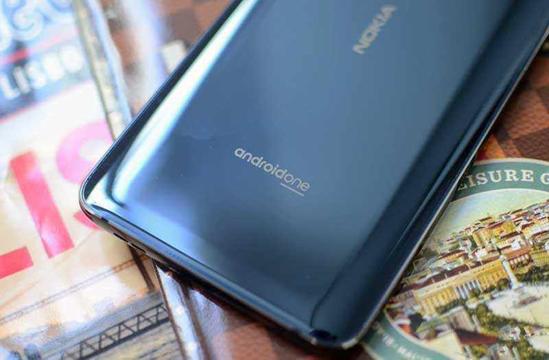 Nokia 9 PureView сзади