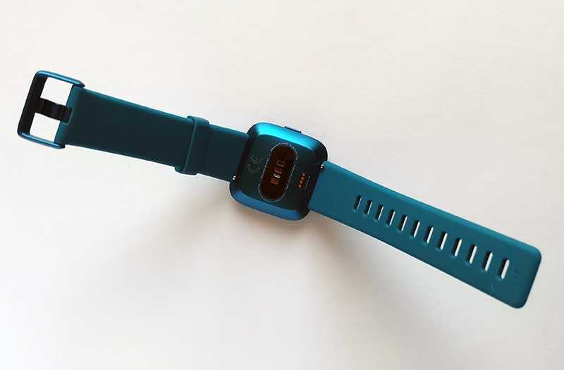 Fitbit Versa Lite Edition сзади
