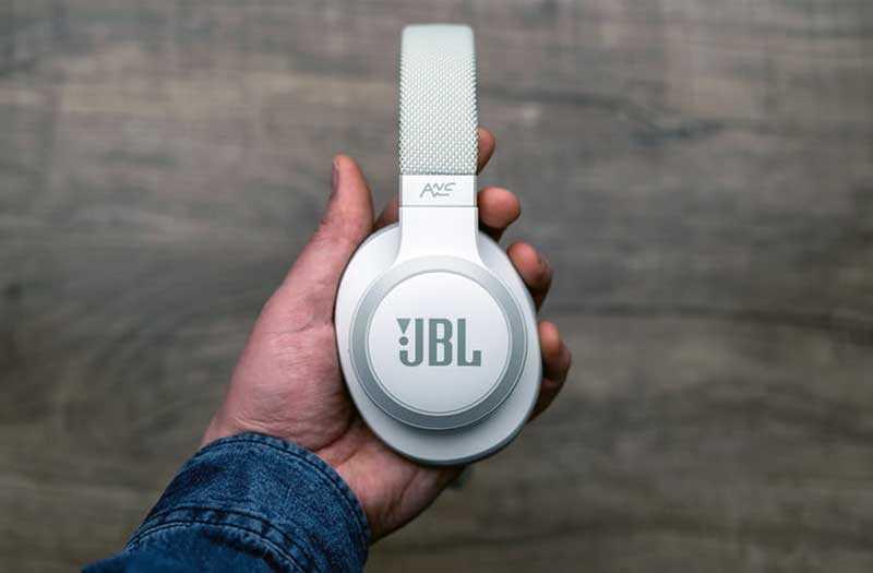 JBL Live 650BTNC шумоподавление