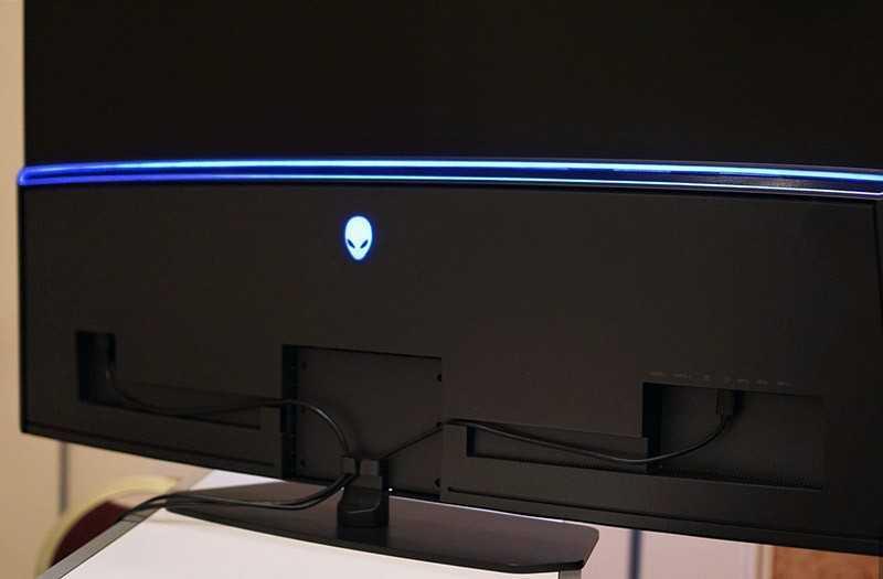 Alienware 55 OLED сзади