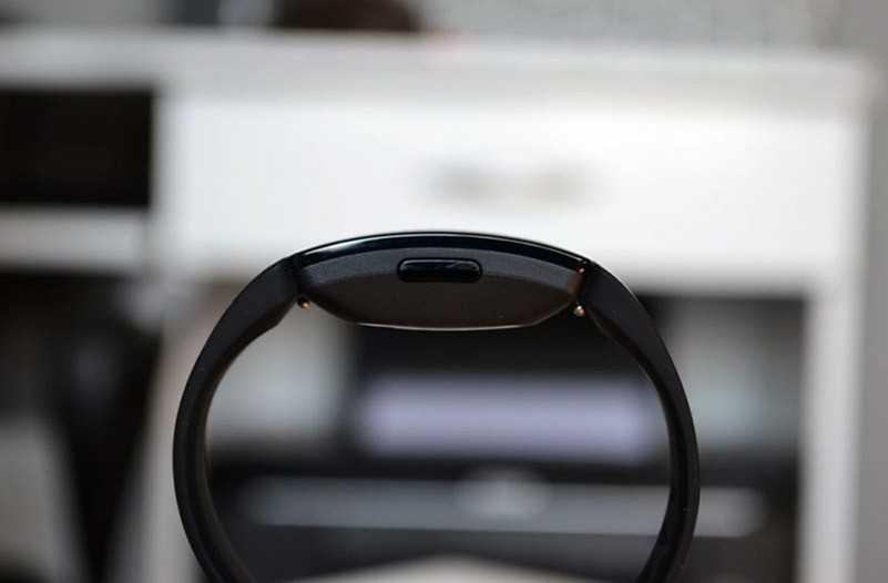 Fitbit Inspire HR справа
