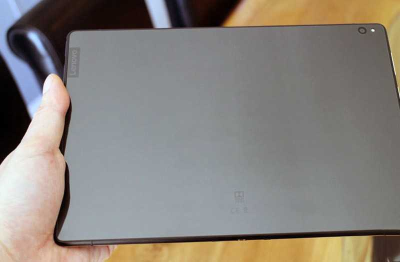 Lenovo Smart Tab P10 сзади