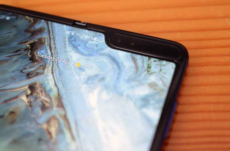 Samsung Galaxy Fold передняя камера
