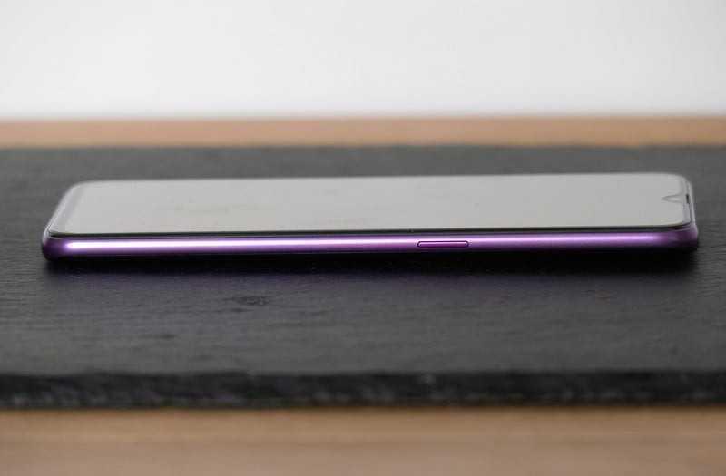 Oppo RX17 Pro сбоку