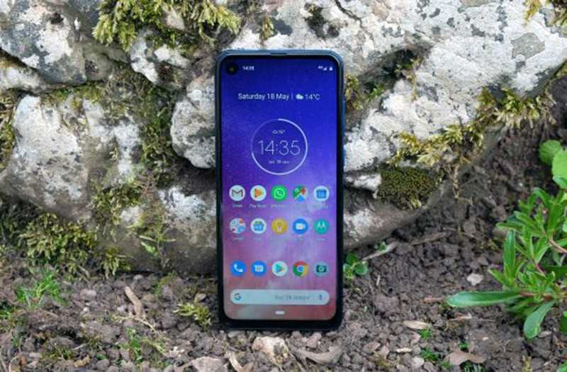 Motorola One Action дисплей