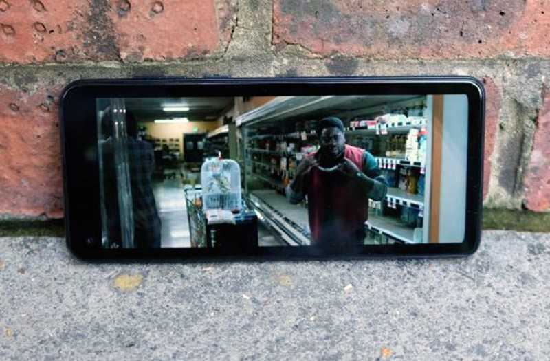 Motorola One Action экран