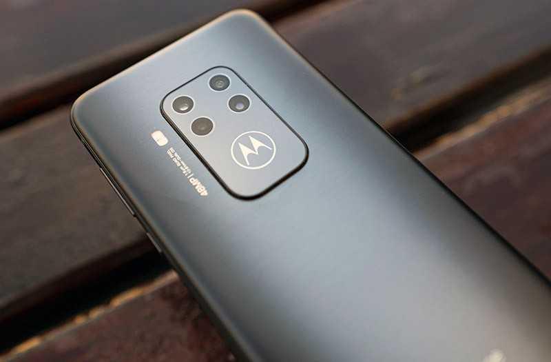 Motorola One Zoom камеры