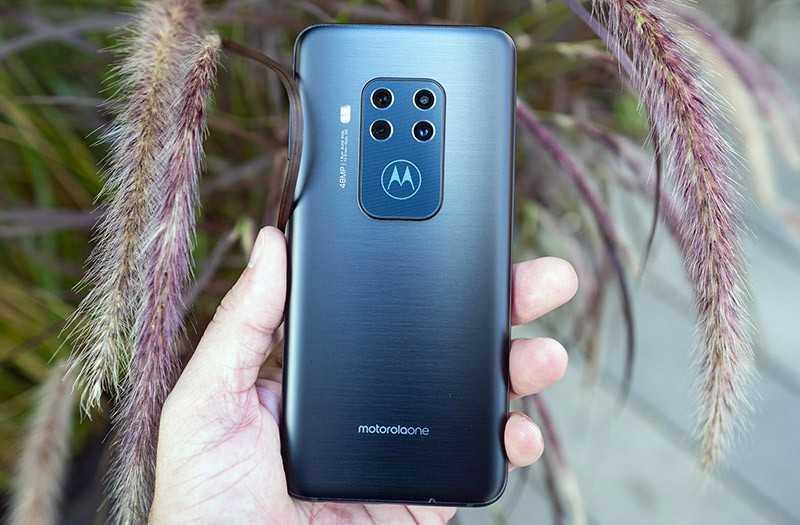 Motorola One Zoom камера