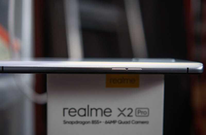 Realme X2 Pro сбоку