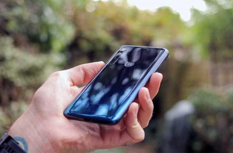 Телефон Motorola One Macro