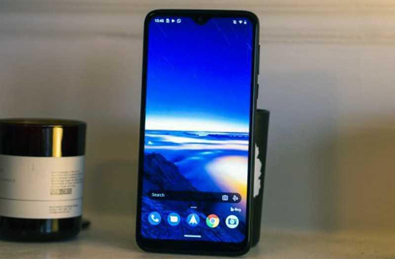 Motorola One Macro экран