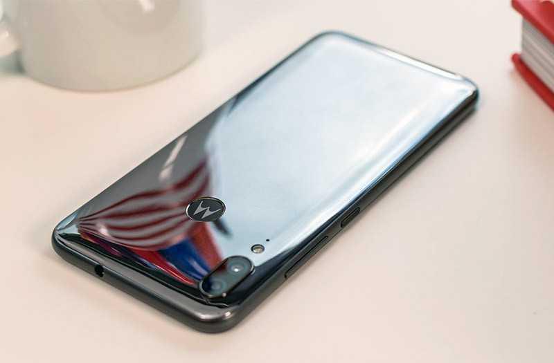 Обзор Motorola E6 Plus