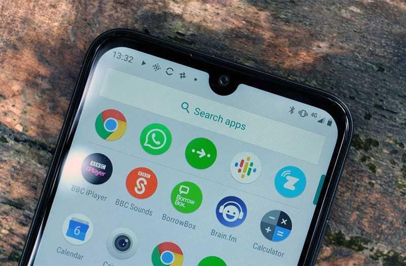 Motorola E6 Plus вырез в экране