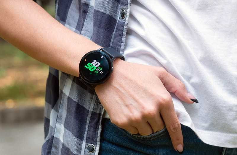 Samsung Galaxy Watch Active 2 на руке
