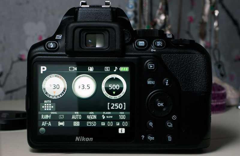 Nikon D3500 экран