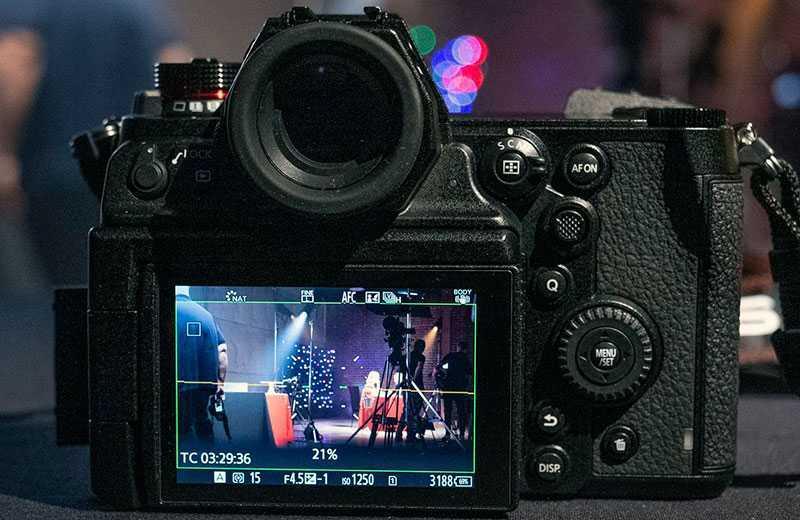 Panasonic S1H экран