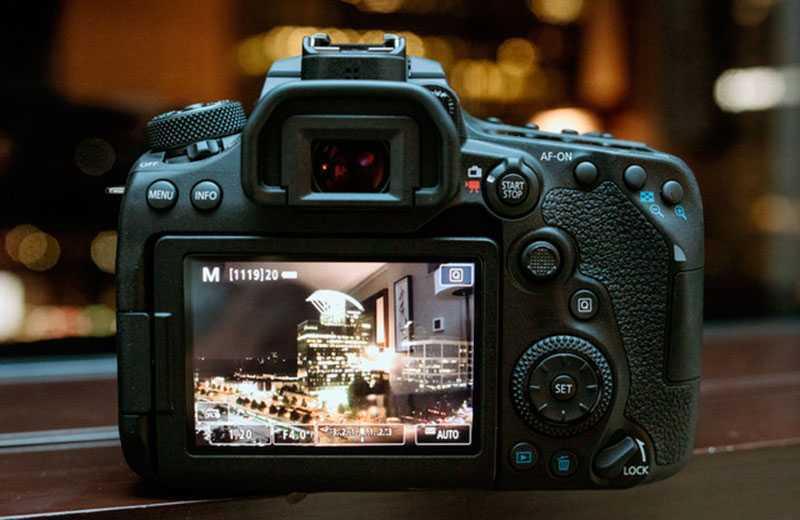 Canon EOS 90D экран