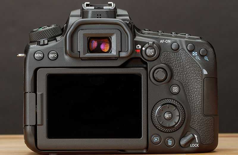 Canon EOS 90D управление