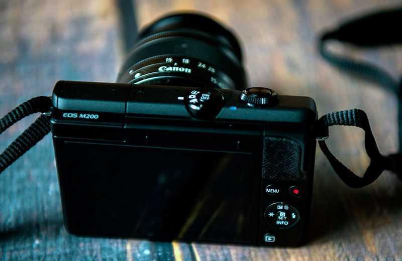 Фотоаппарат Canon EOS M200