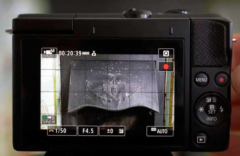 Canon EOS M200 дисплей