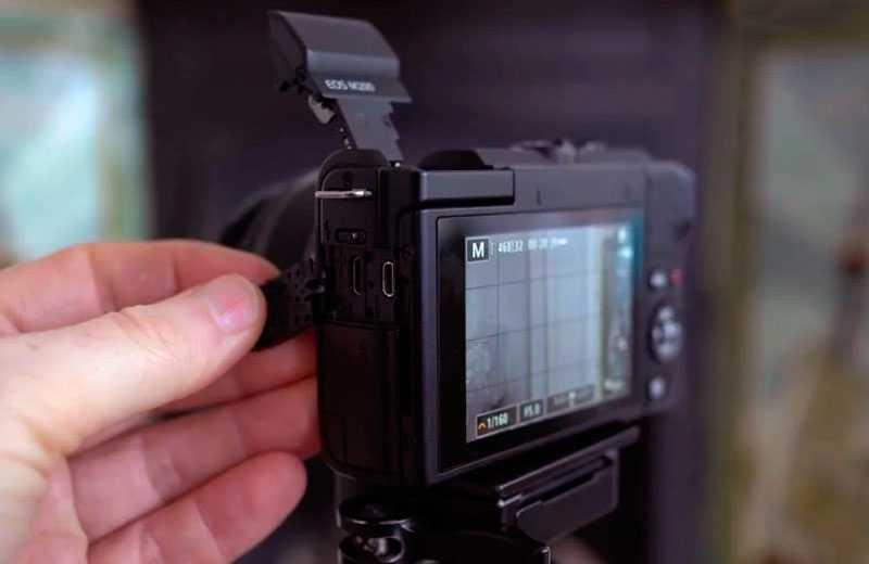 Canon EOS M200 разъёмы