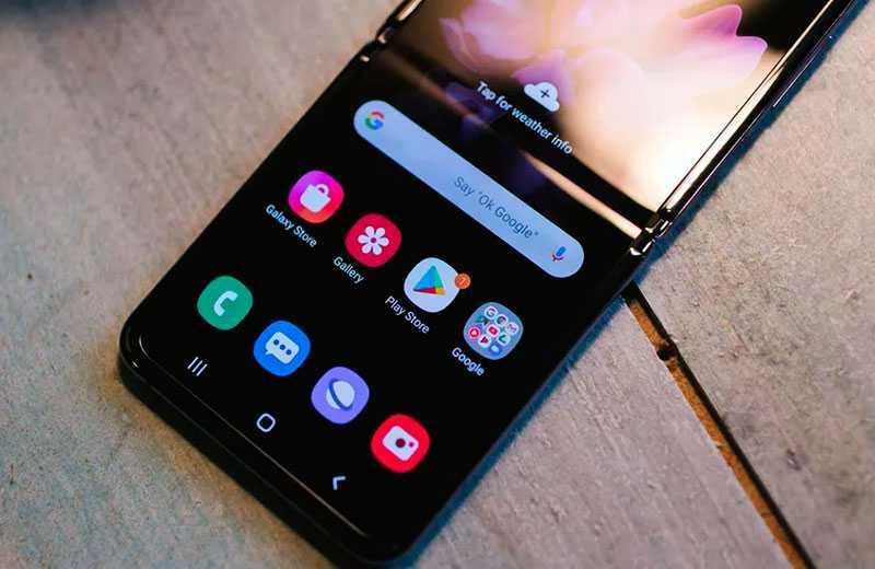 Samsung Galaxy Z Flip дисплей