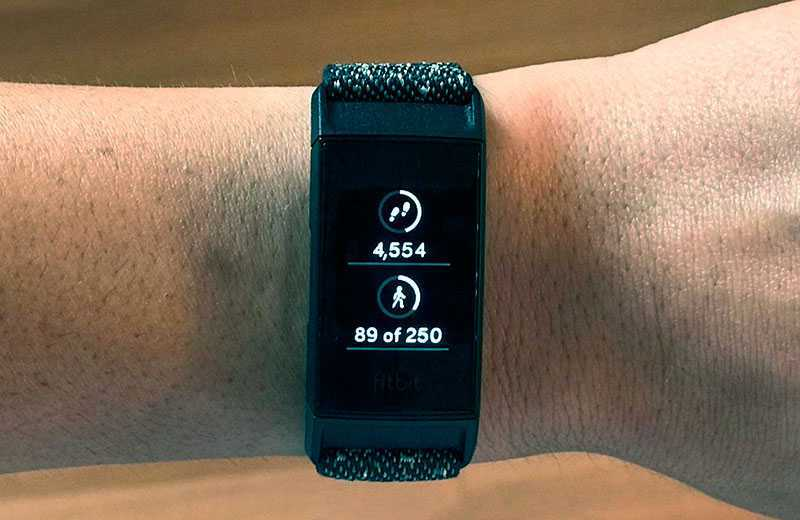 Тест Fitbit Charge 4