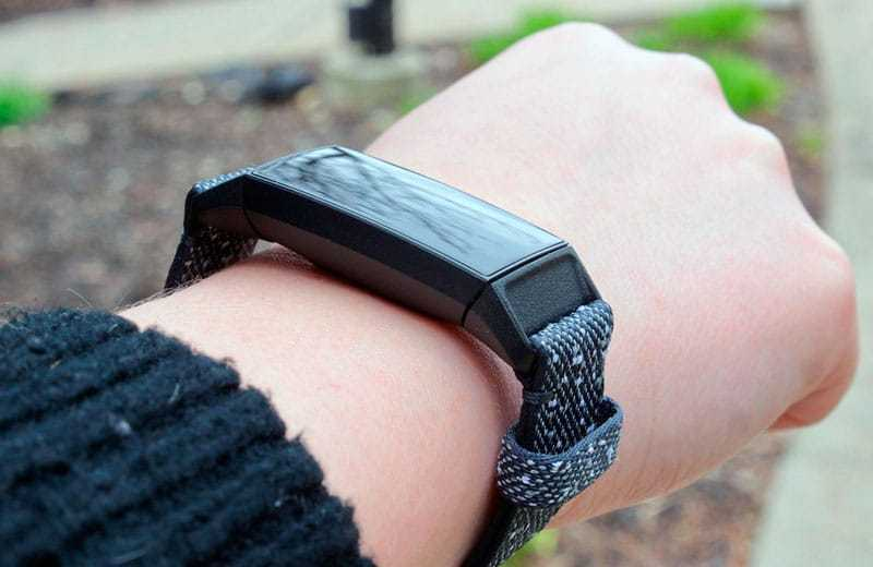 Фитнес-трекер Fitbit Charge 4