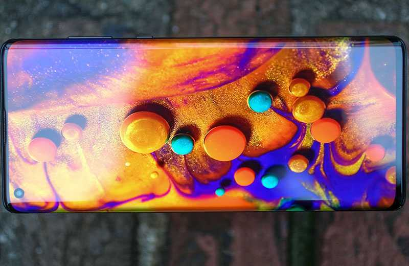 Motorola Edge Plus экран