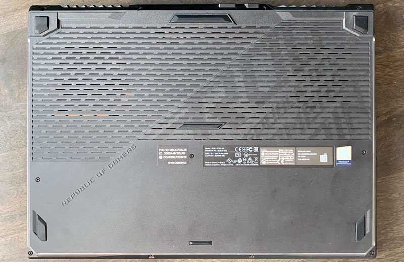 Asus ROG Strix Scar 17 (G732) сзади