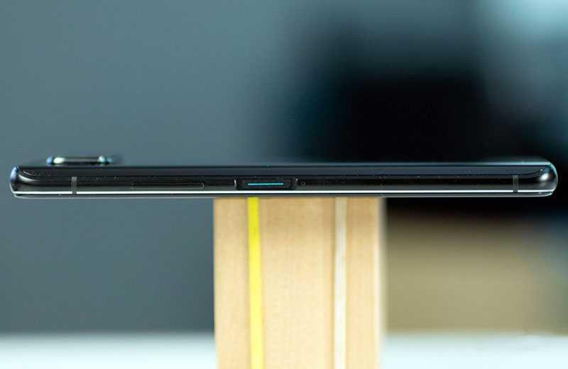 Asus Zenfone 7 Pro сбоку